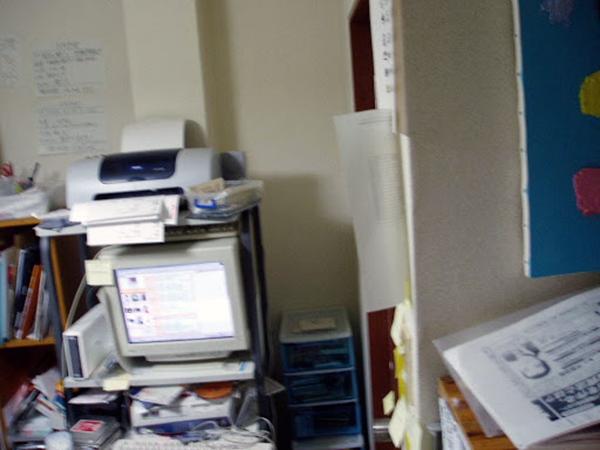 創業当時のオフィス風景。自宅兼オフィスだったからか少々雑多としている