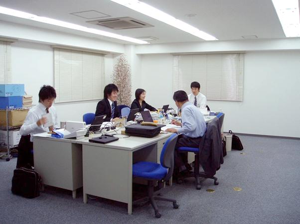 移転当初の写真。1つ前のオフィスで働いていた社員は「移動しても社員とぶつからない!」と感動していた