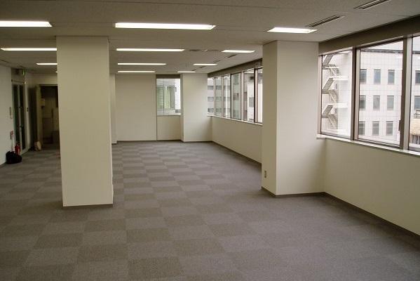 移転の直前、まだ何もない状態の新オフィス。前のオフィスから2倍以上の広さになった